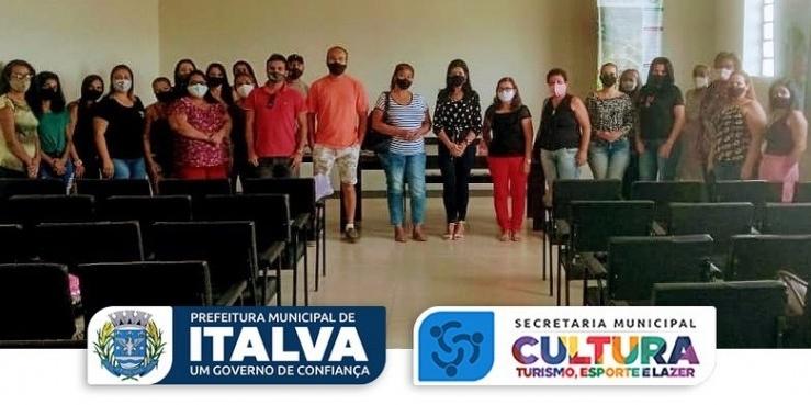 A Prefeitura Municipal de Italva, através da Secretaria Municipal de Cultura, Turismo, Esporte e Lazer, realizou na tarde desta quinta-feira, 06/05,  reunião com os artesãos do município.