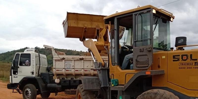 Nesta segunda-feira (17/05) a equipe da Superintendência de estradas vicinais realizou o patrolamento e a manutenção da estrada que liga Italva a localidade da Formosia.